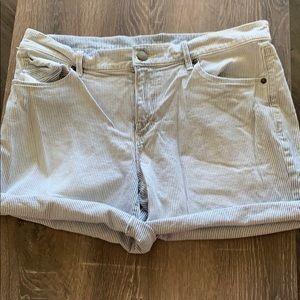 Light Washed Stripped Roll Up Denim Shorts